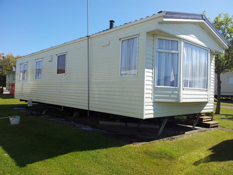 Static caravan cleaning washing valeting in Hull